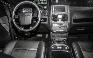 2013-Chrysler-Town-and-Country-interior