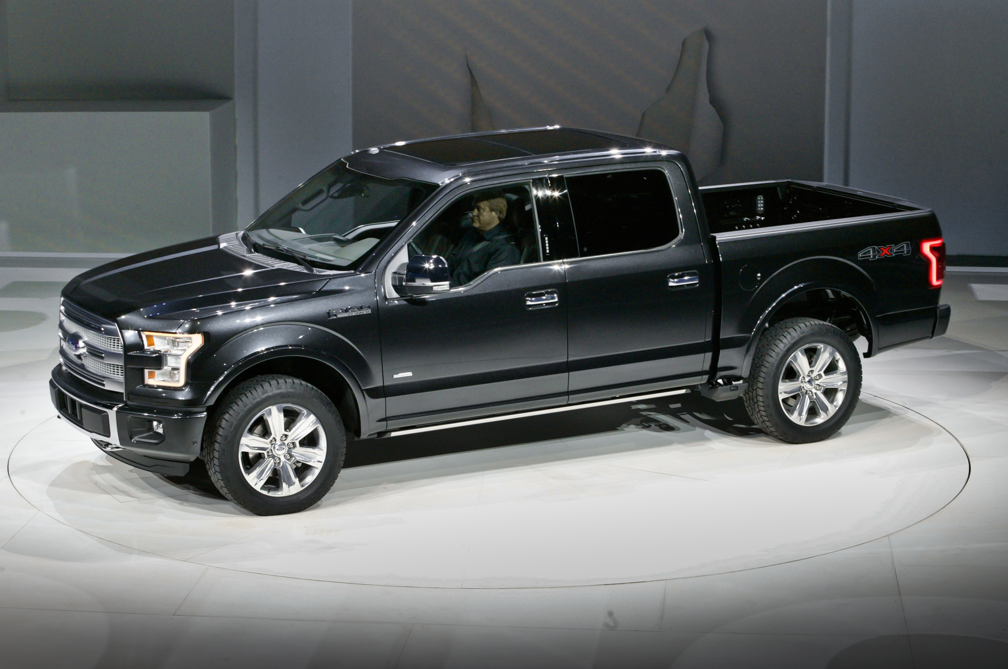 2015-Ford-F-150-side-front