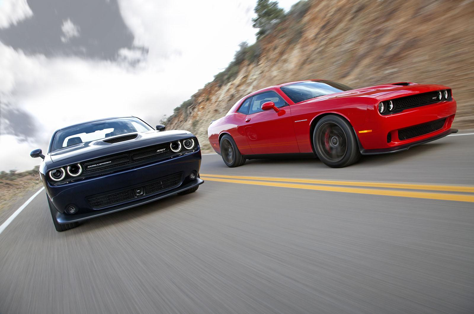 2015-Dodge-Challenger-SRT-Hellcat-black-red