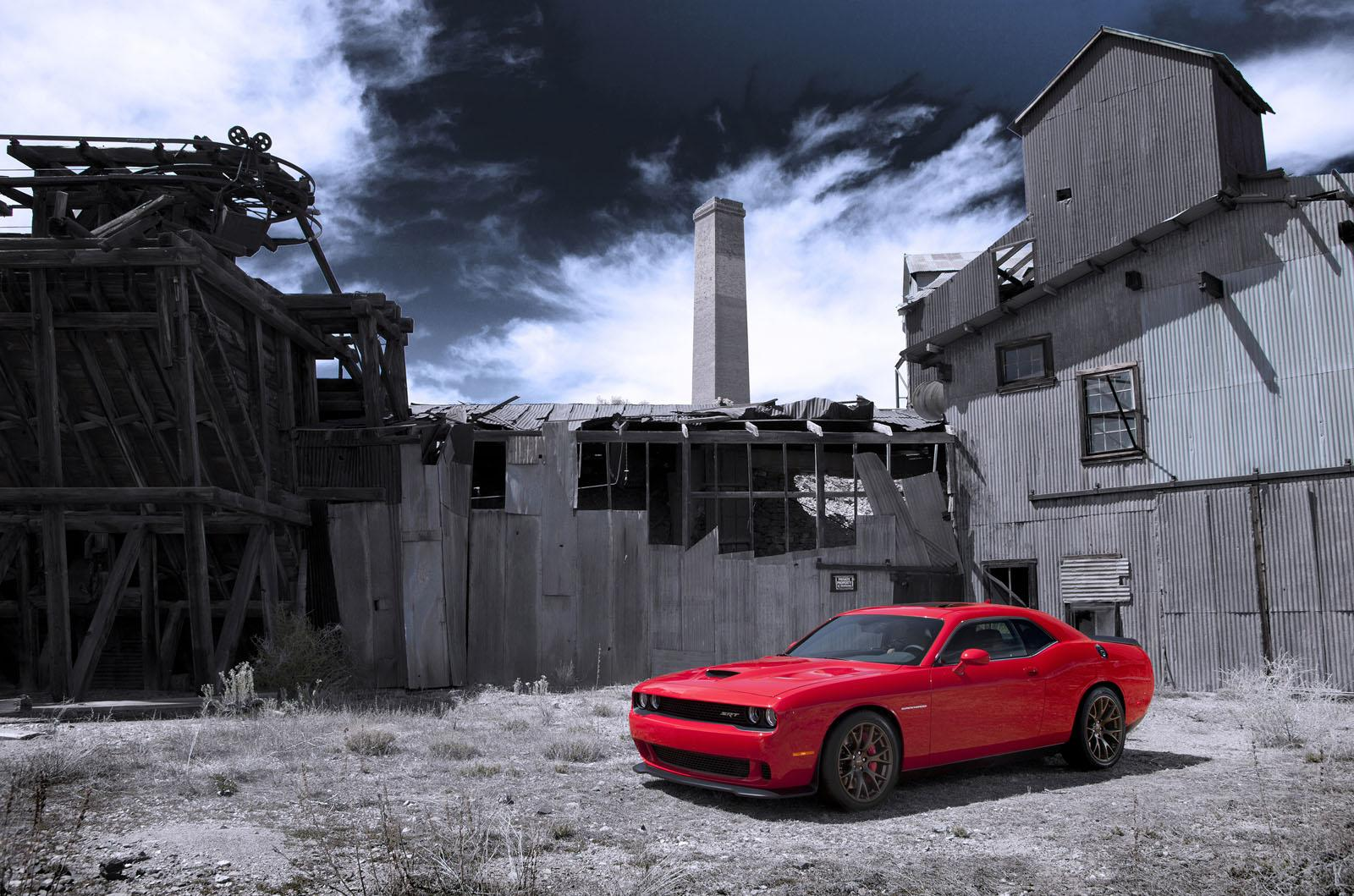 2015-Dodge-Challenger-SRT-Hellcat-red