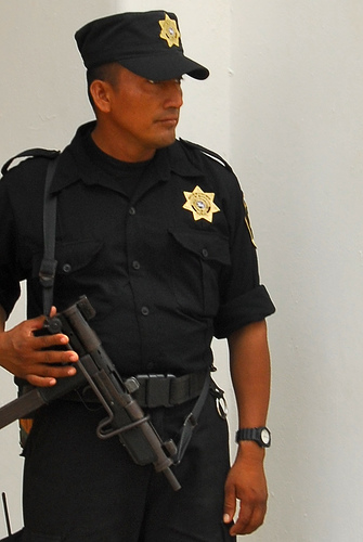 mexican-police-officer