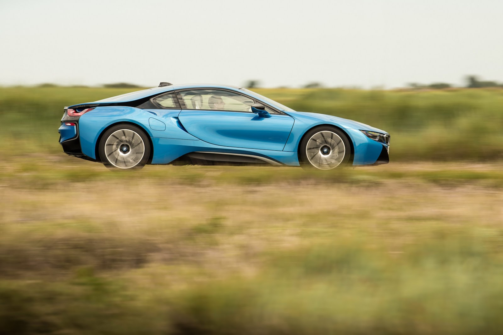 Side View of the 2015 BMW i8