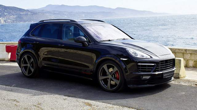 2015 Porsche Cayenne Side Profile