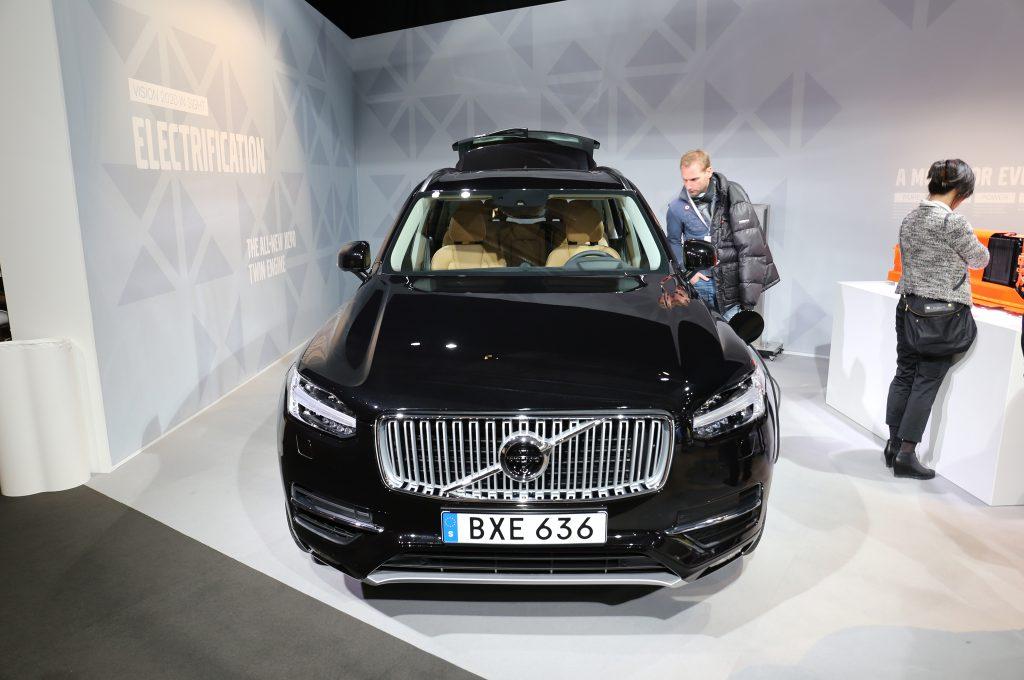2016 Volvo XC90 T8 Front