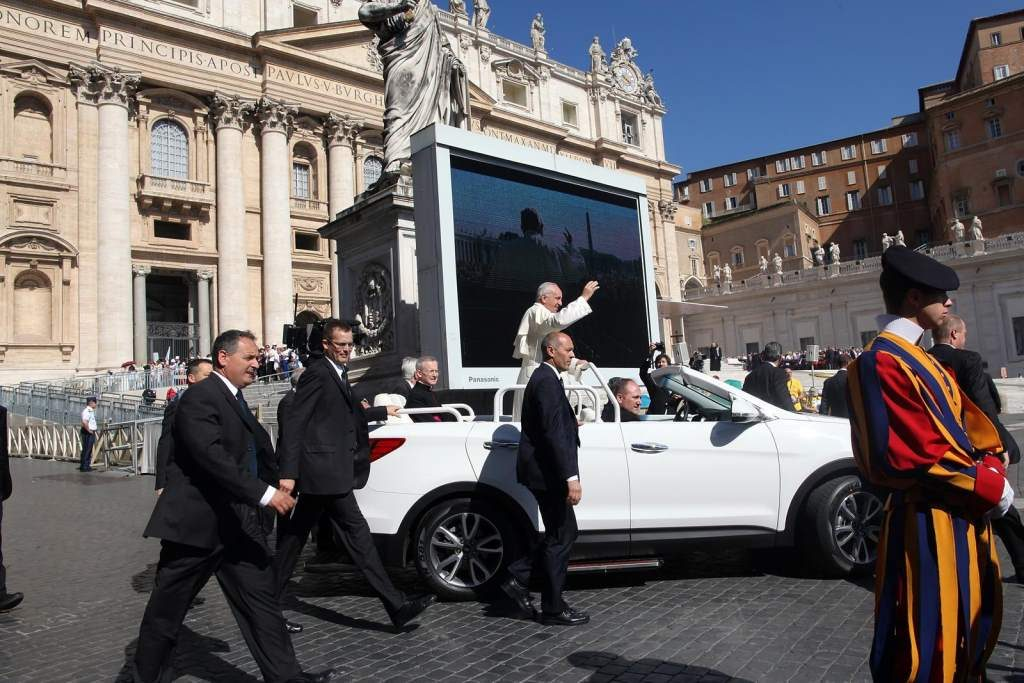 New Popemobile Hyundai Side View