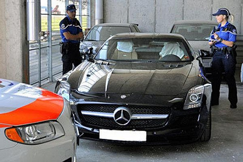 2010-208152-mercedes-sls-amg-impounded-by-swiss-police-600-13-08-2010