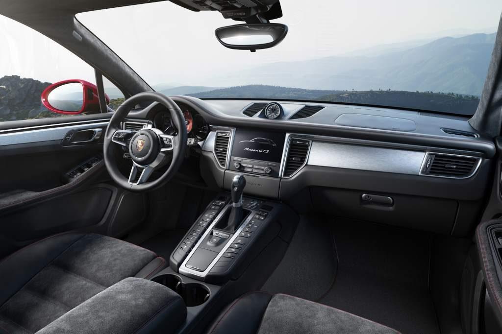 Macan GTS vs Turbo Interior