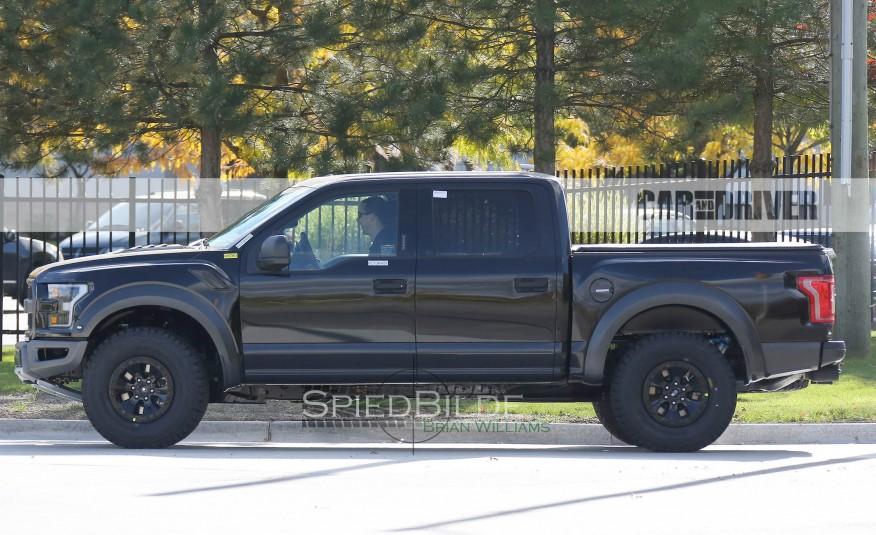 2017-Ford-F-150-Raptor-Spy-Photos-106-876x535