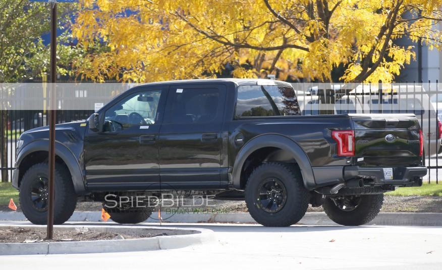 2017-Ford-F-150-Raptor-Spy-Photos-109-876x535