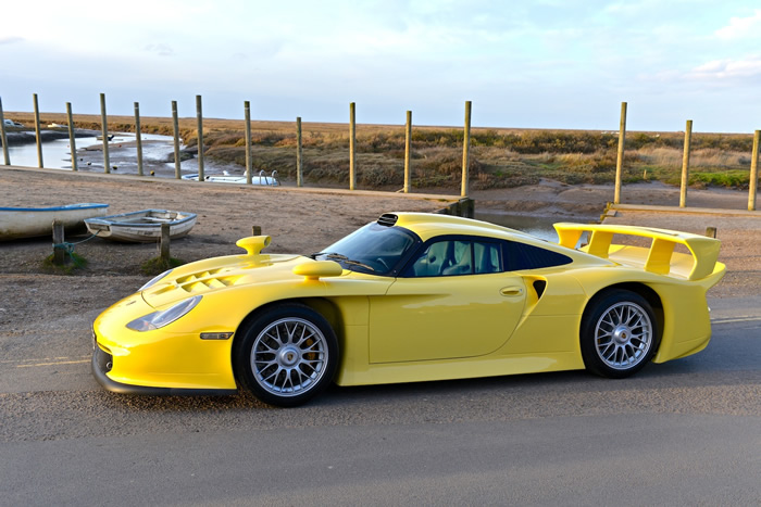 Fastest Cars Of The 90s From Europe - Porsche 911 Strassenversion