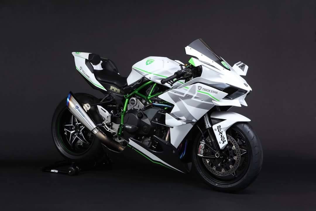 Kawasaki White Trickstar 1