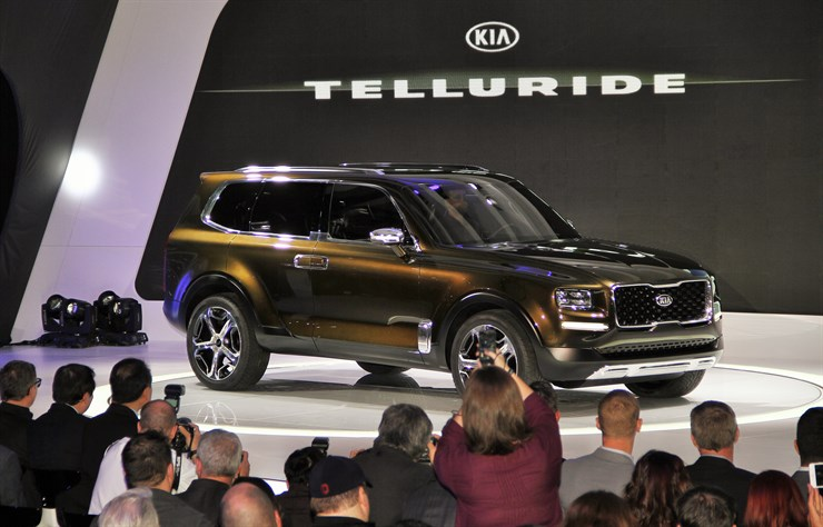 KIA Full-Size SUV 1
