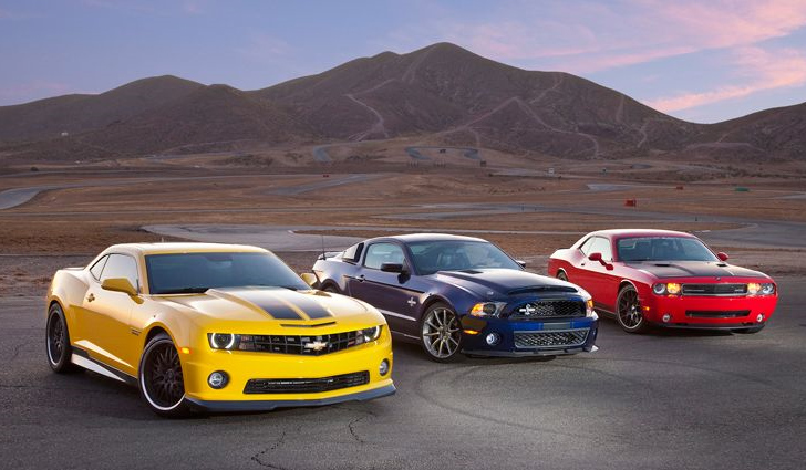 2010-camaro-with-mustang-and-challenger-race-track-battle1