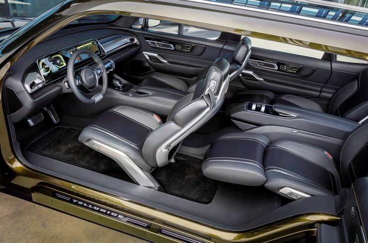 KIA Full-Size SUV 3