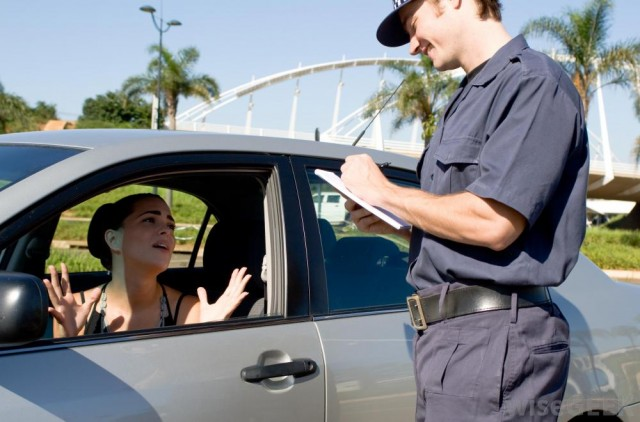 female-driver-arguing-with-police