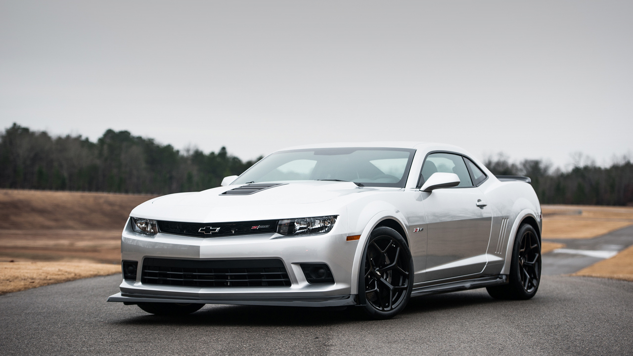 Modern Muscle Cars - 2015 Chevrolet Camaro Z28