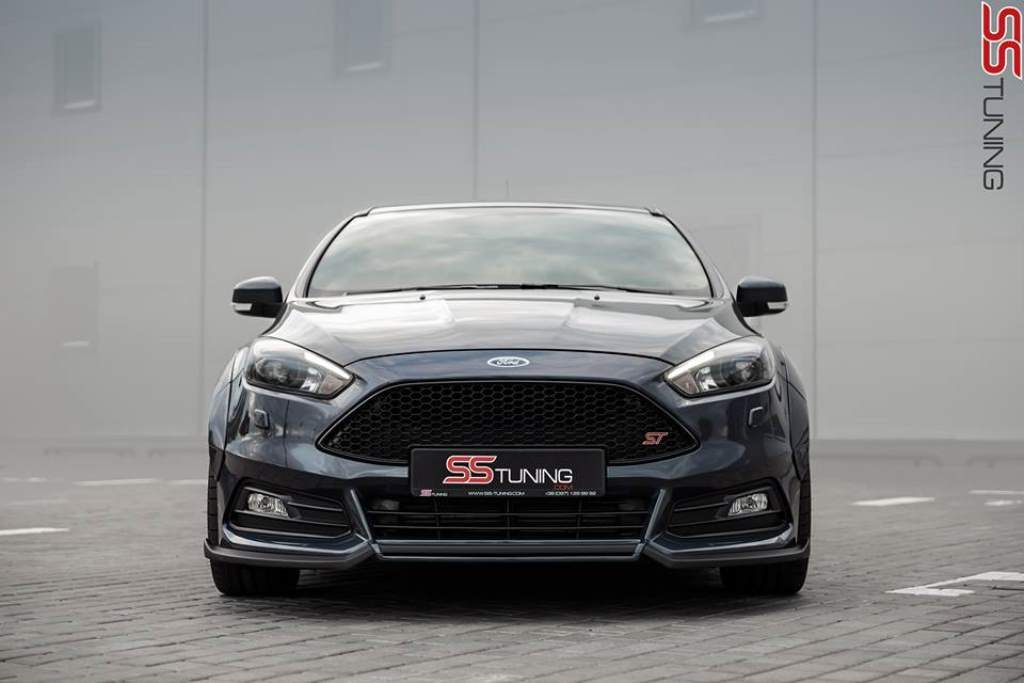 Ford Focus ST Sedan Front View