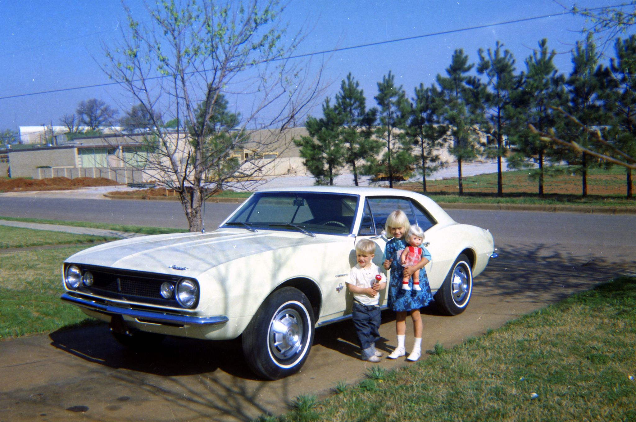 05-1967-chevrolet-camaro-vintage-exterior