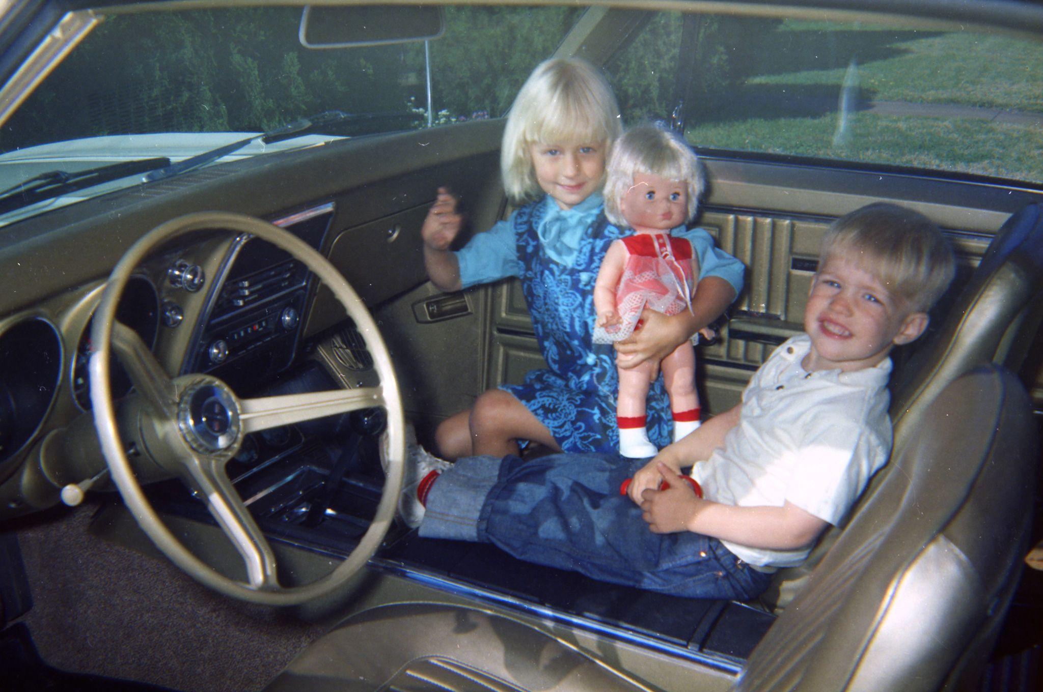 06-1967-chevrolet-camaro-vintage-interior