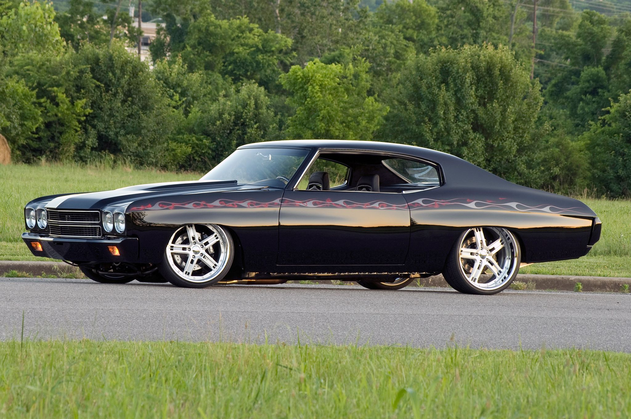 1-1970-chevrolet-pro-touring-chevelle-side-view