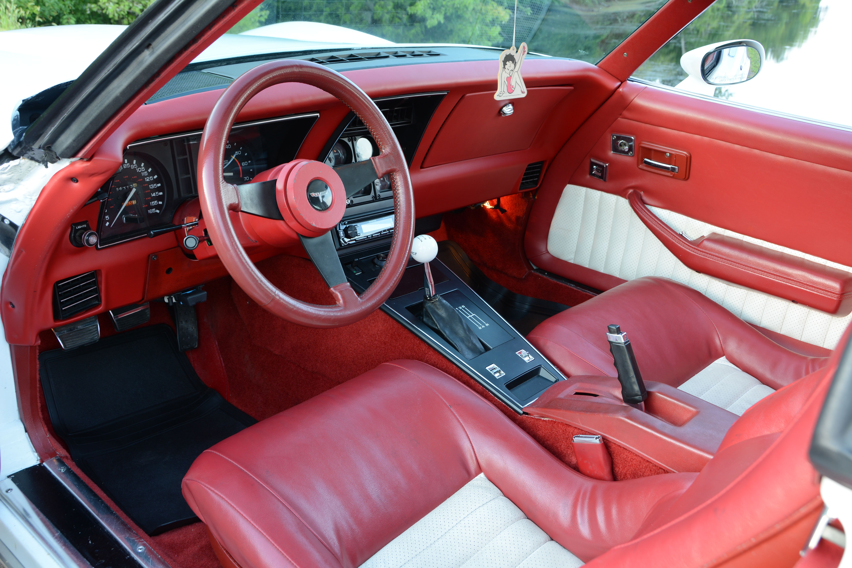 12-1980-chevrolet-corvette-interior