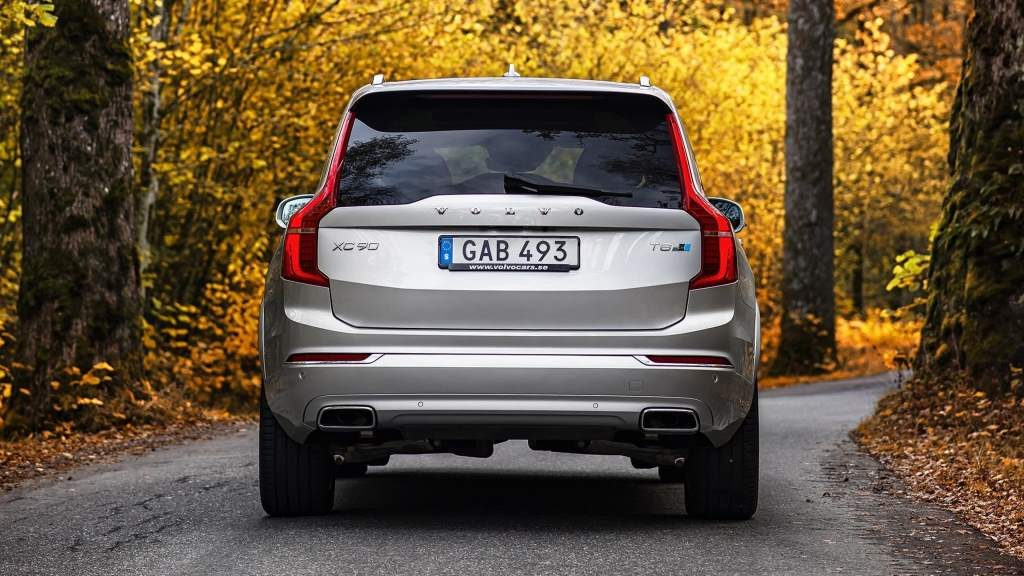 Volvo XC90 T8 Rear View 3