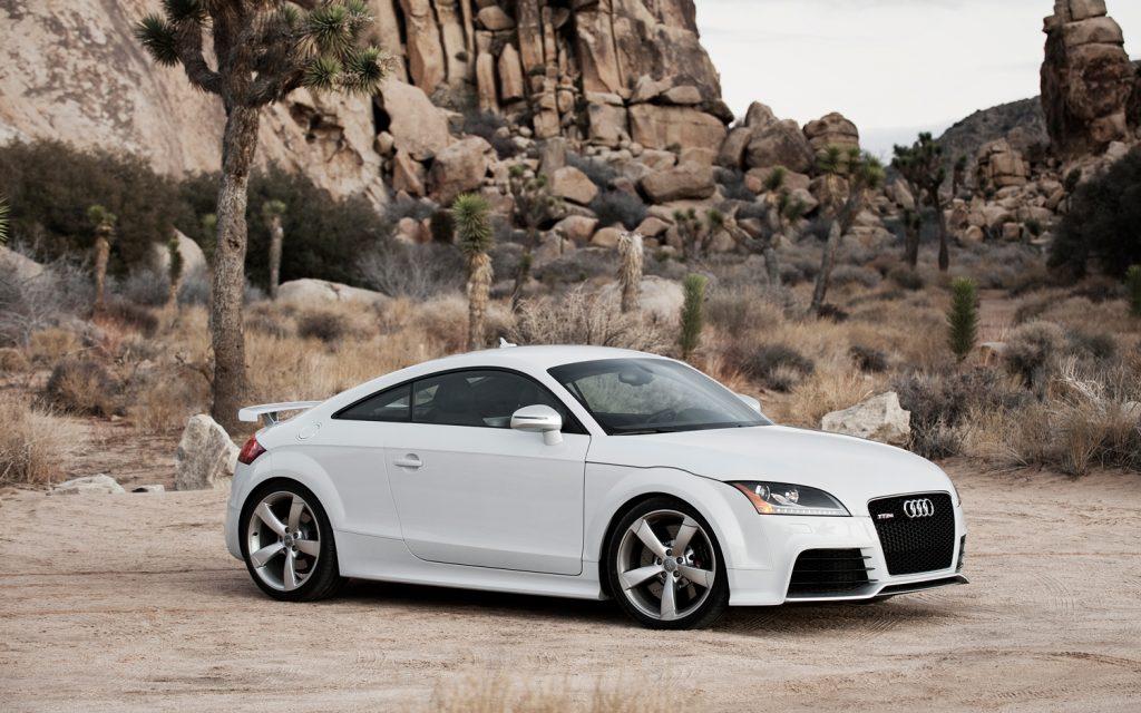 2012-Audi-TT-RS-side-2