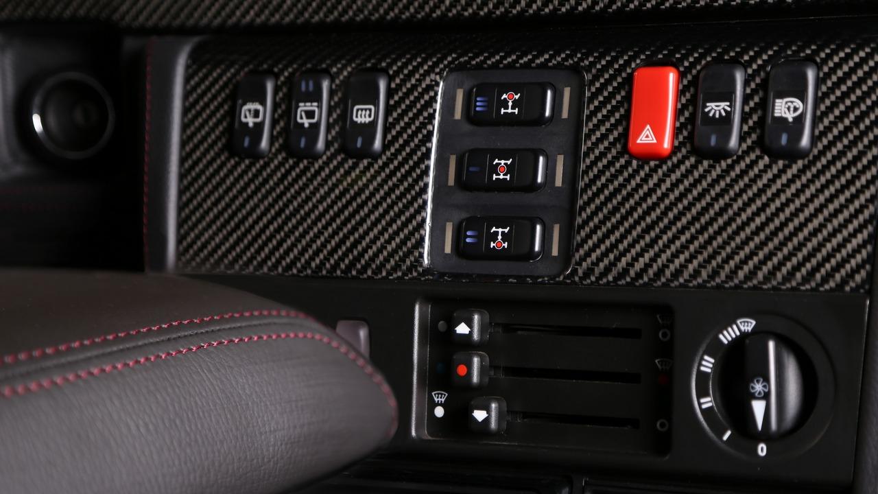Carbon Motors Removes All Plastic Bits from Mercedes G-Class' Interior (2)