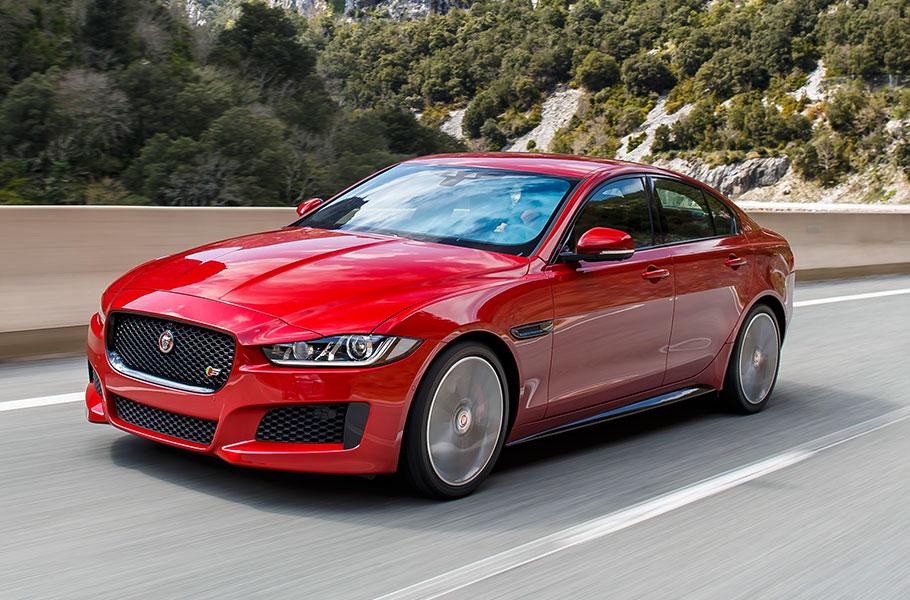 Jaguar_XE_IRR_V6S_009_MODELS_Desktop_910x600_tcm76-212290_desktop_910x600