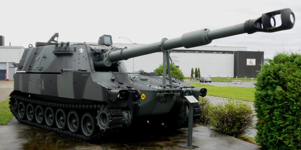 M109A4_155_mm_SP_Gun,_CCFB_Valcartier,_Quebec,_5_Sep_2011_(26)