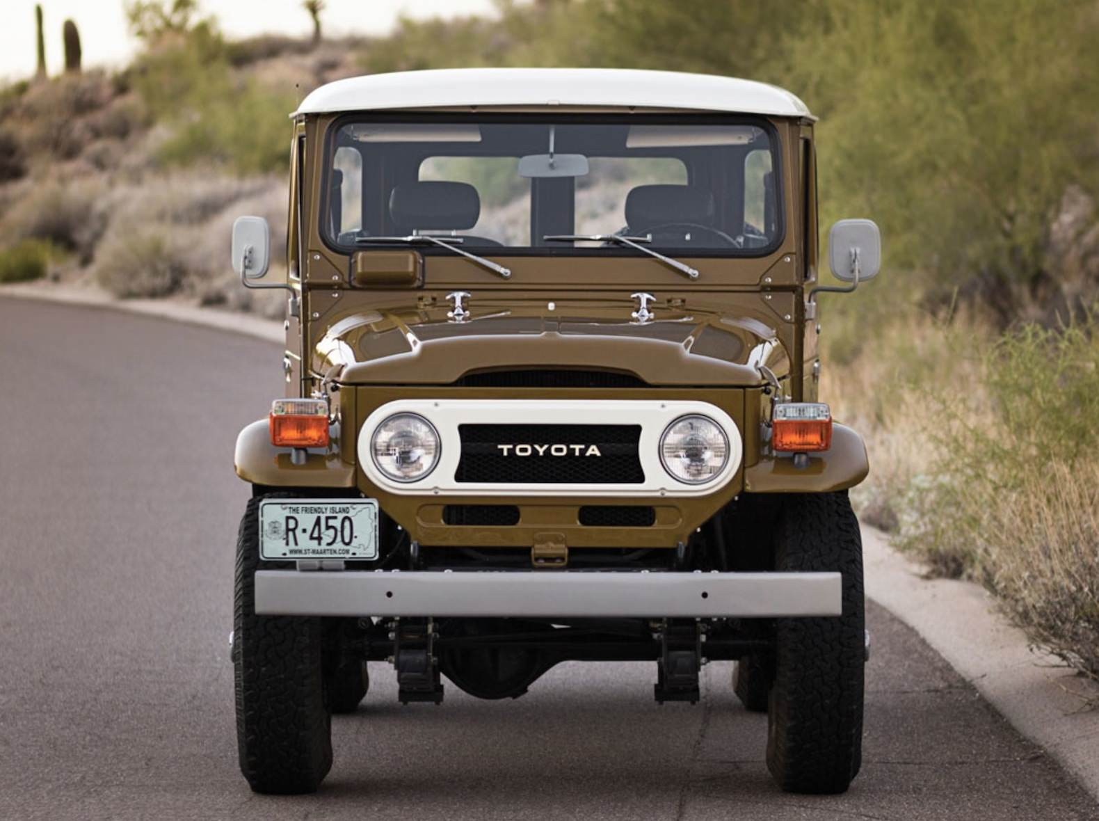 50 Of The Coolest And Probably Best Trucks Suvs Ever Made 1998 Land Cruiser V8 Engine Diagram Badass Cool 1977 Toyota Fj40