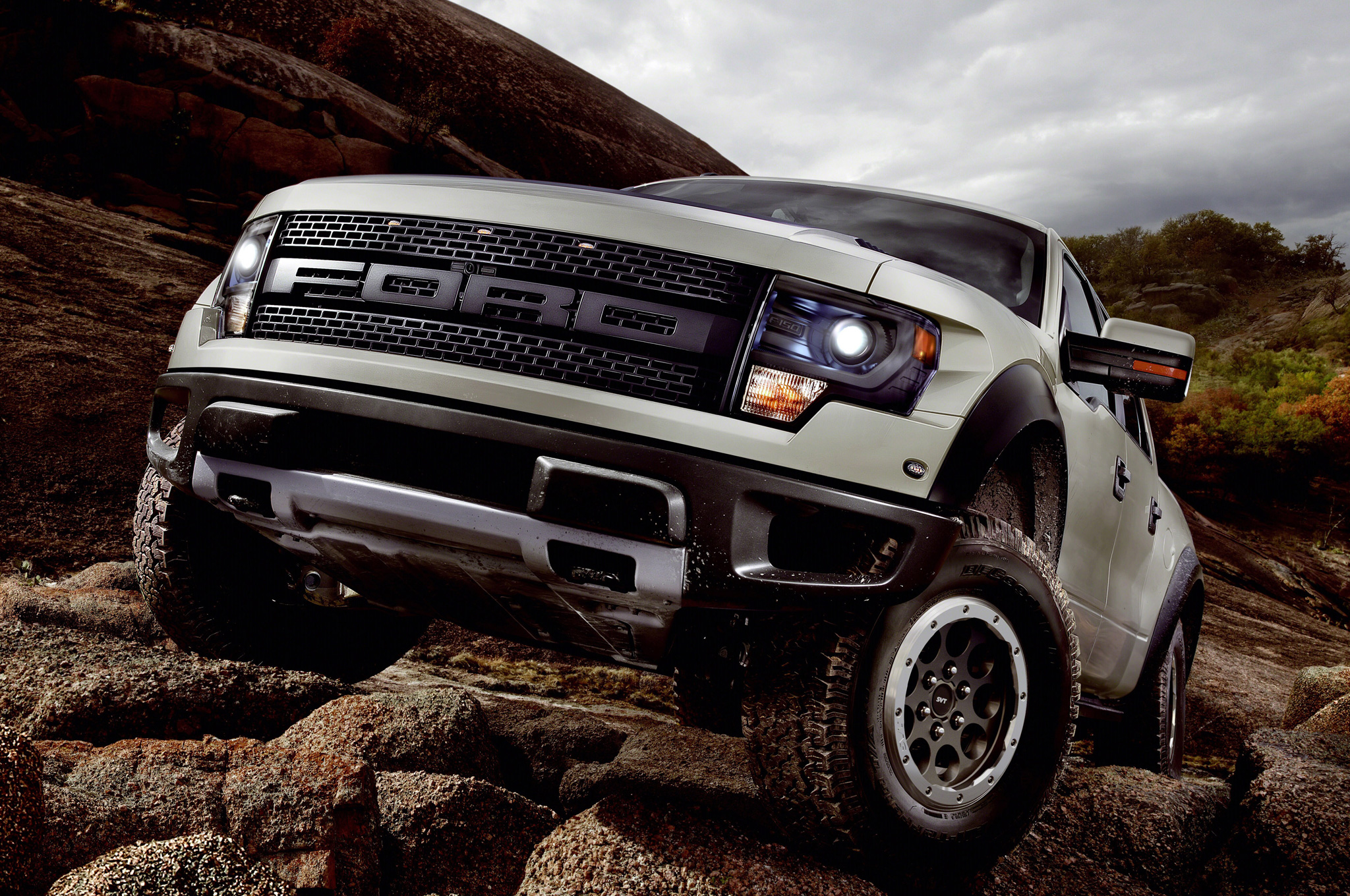 Revolutionary Pickup Truck - 2013-Ford-F-150-SVT-Raptor