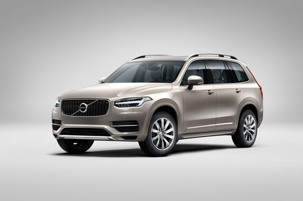 2016-Volvo-XC90-front-three-quarters