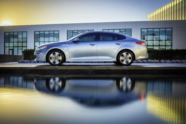 Kia Optima Hybrid, Plug-In Hybrid - Image 02