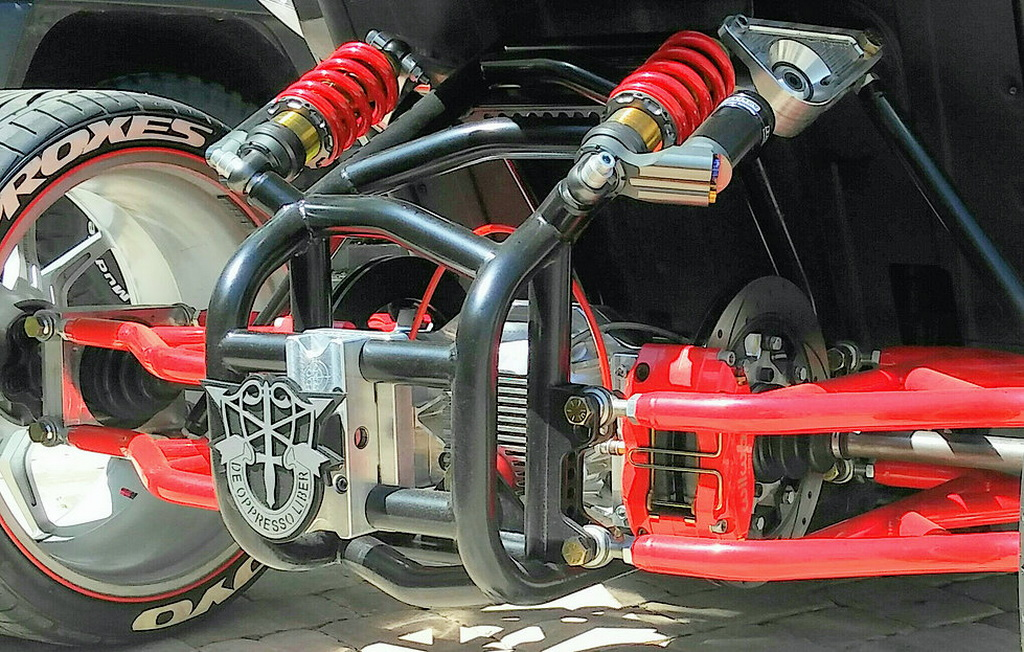 Polaris Slingshot Gets Awesome Fourth Wheel Modification - Image 03