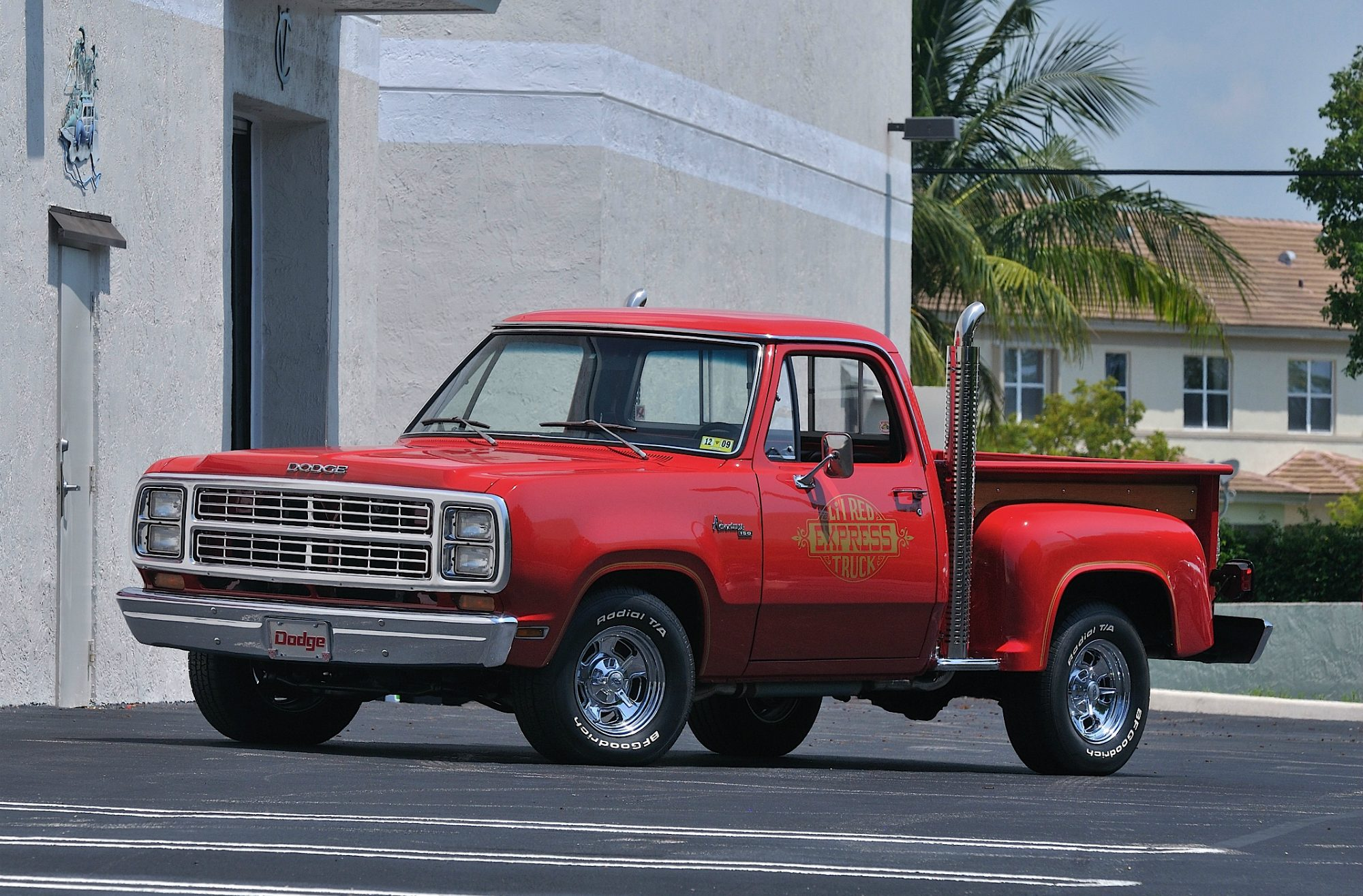 50 Of The Coolest And Probably Best Trucks Suvs Ever Made 1980 Dodge Pickup Truck Badass Cool Lil Red