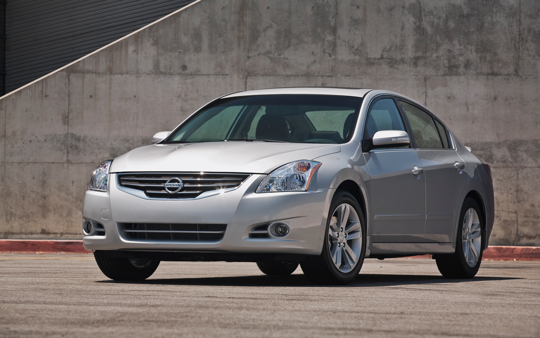 Facelift Cars - 2012 Nissan Altima sedan-front-three-quarters