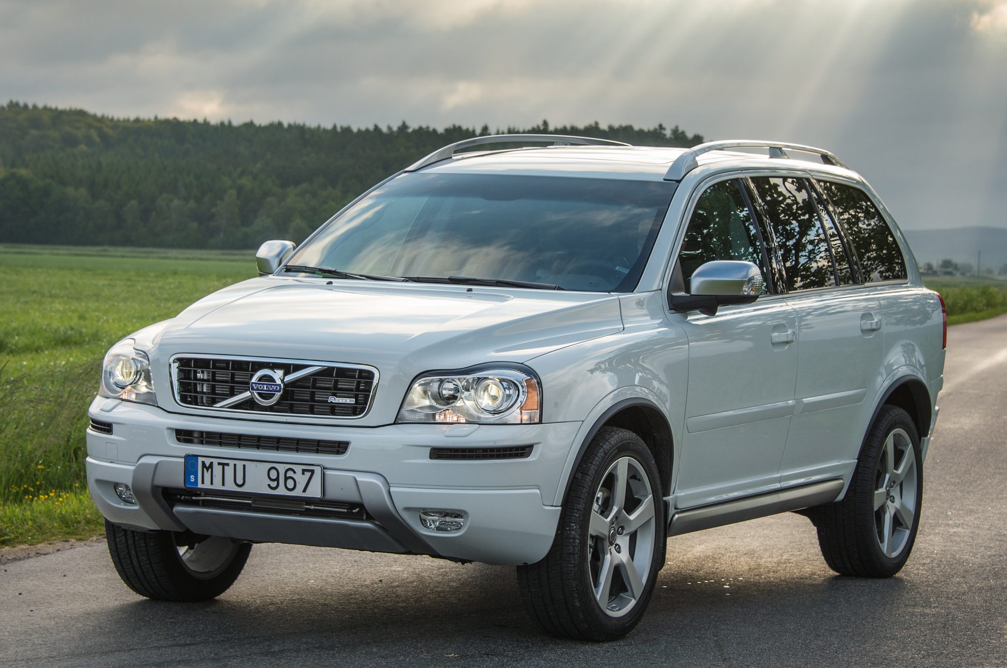 Facelift Cars - 2014 Volvo XC90 - front-view-04
