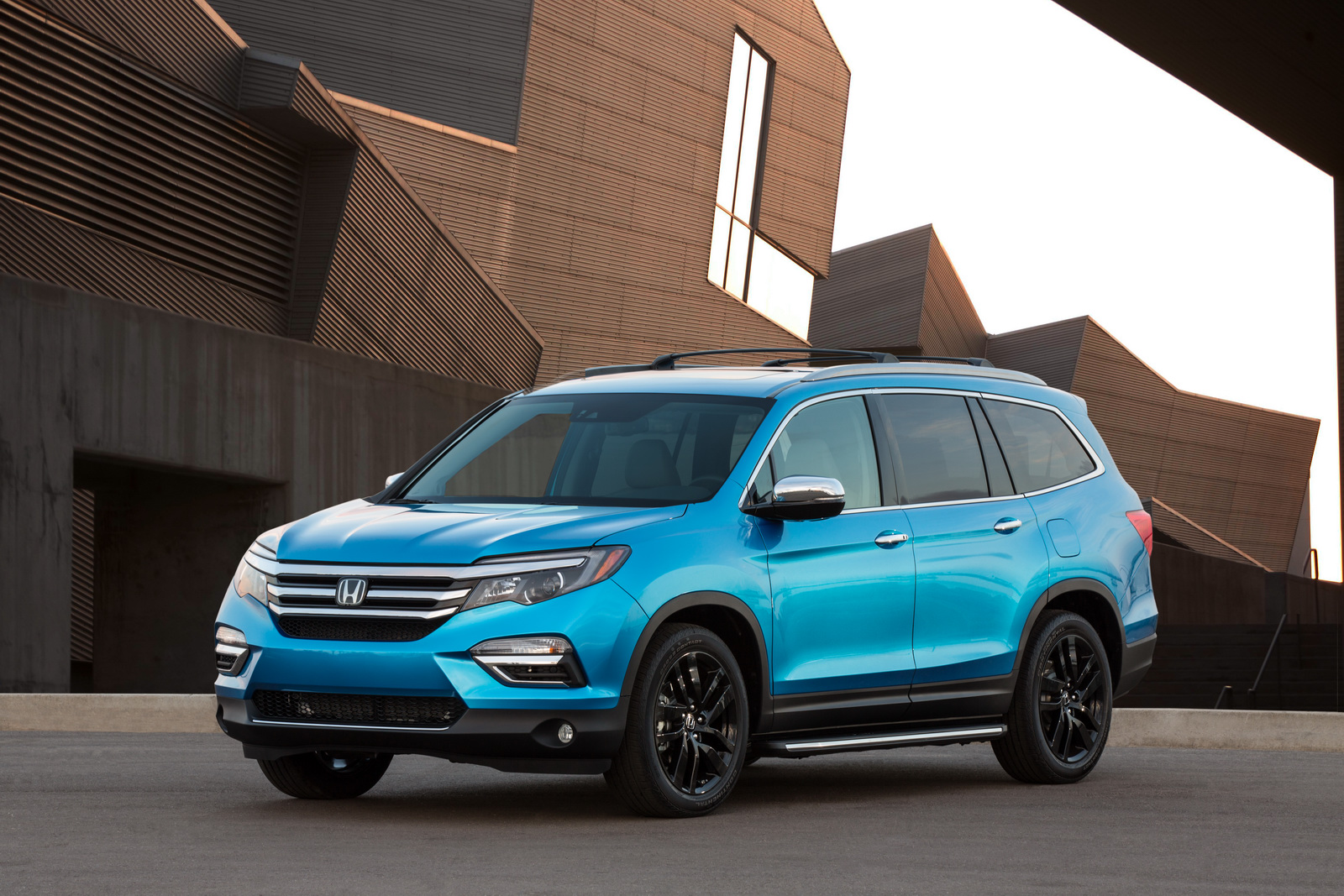 Facelift Cars - 2016 Honda Pilot with accessories installed, including: 20-inch black wheels; chrome door mirror cover; chrome tailgate trim; running boards with lights; roof rails with crossbars; illuminated door sill trim; and chrome front bumper trim.