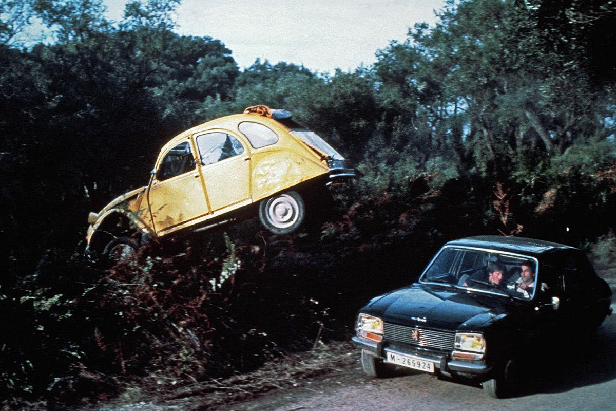 Affordable Bond Cars - citroen 2cv