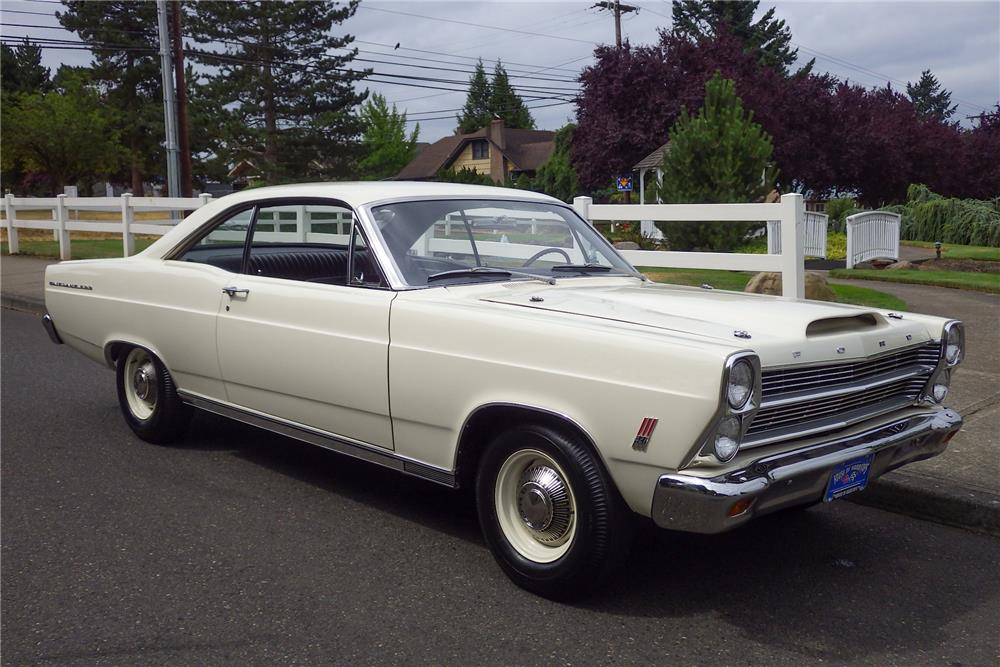 1966_ford_fairlane_500_r-code_front_3-4_web