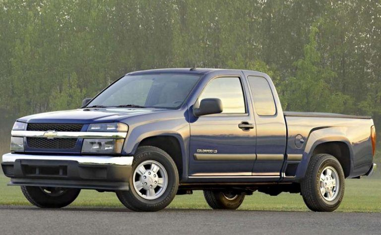 A blue Chevrolet Colorado