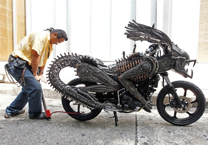 Alien-Predator Motorcycle 1
