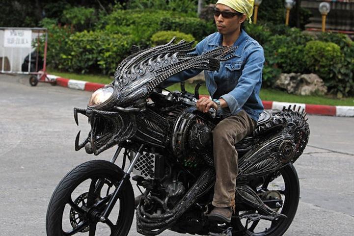 Alien-Predator Motorcycle 2