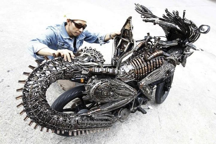 Alien-Predator Motorcycle 4