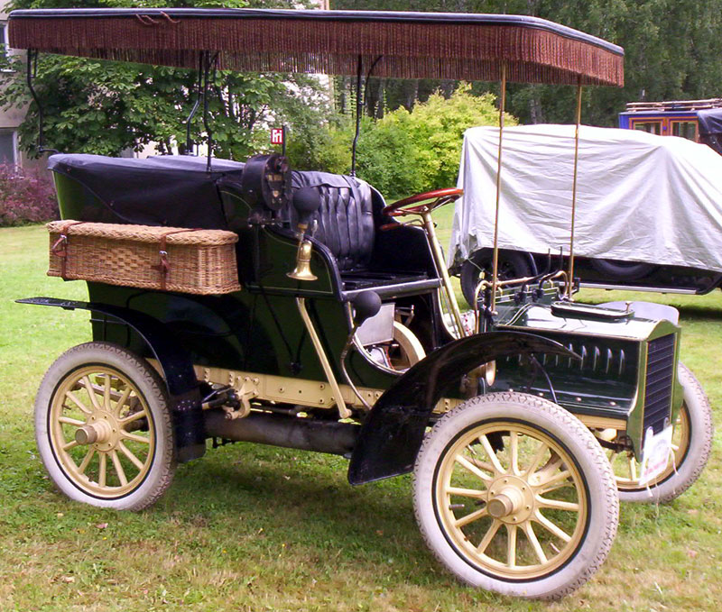 The 1905 Cadillac Model C is argued as the first Cadillac convertible