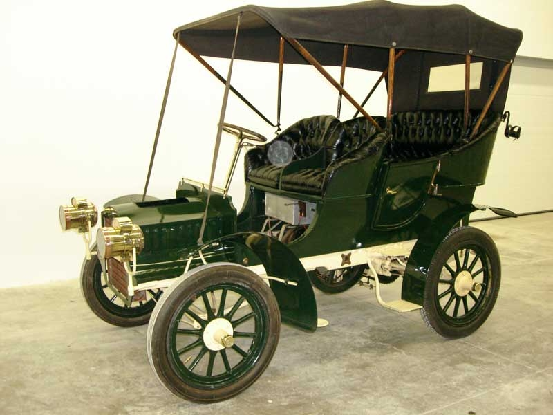 The 1905 Cadillac Model D is a great Cadillac convertible.