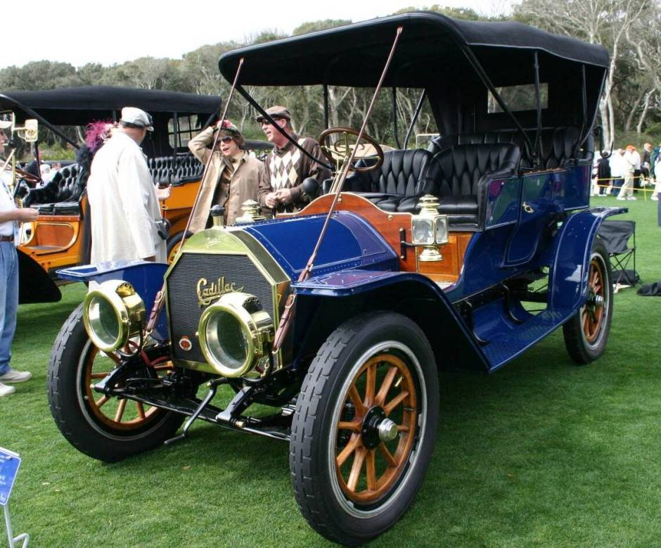 The 1909 Cadillac Model 30 is a great Cadillac convertible.