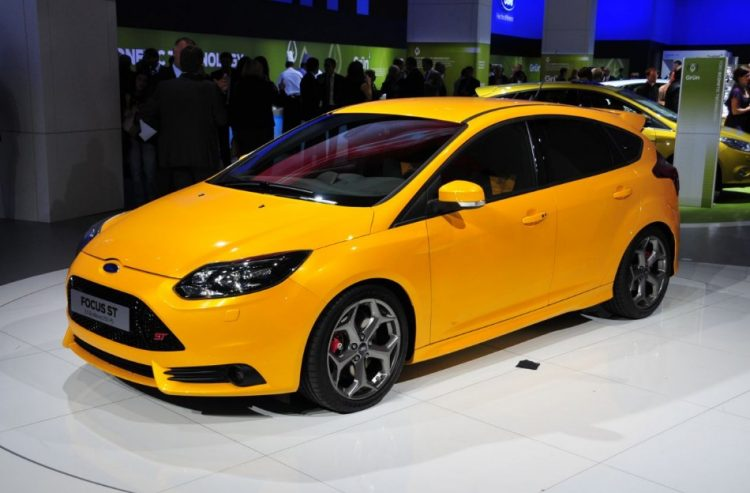 Compact Cars 2018 - Ford Focus ST Front 3/4