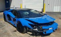 Wrecked Lamborghini Aventador SV Roadster front 3/4